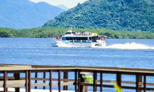 Descubra as belezas naturais do Lagamar a bordo do Catamarã